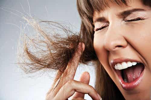 Cómo eliminar las puntas abiertas del cabello