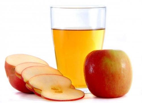 Vinagre de manzana con limón para aliviar el dolor de gargante