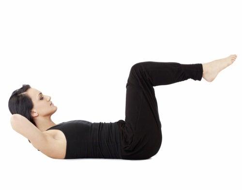 Ejercicios abdomen y piernas elevadas.