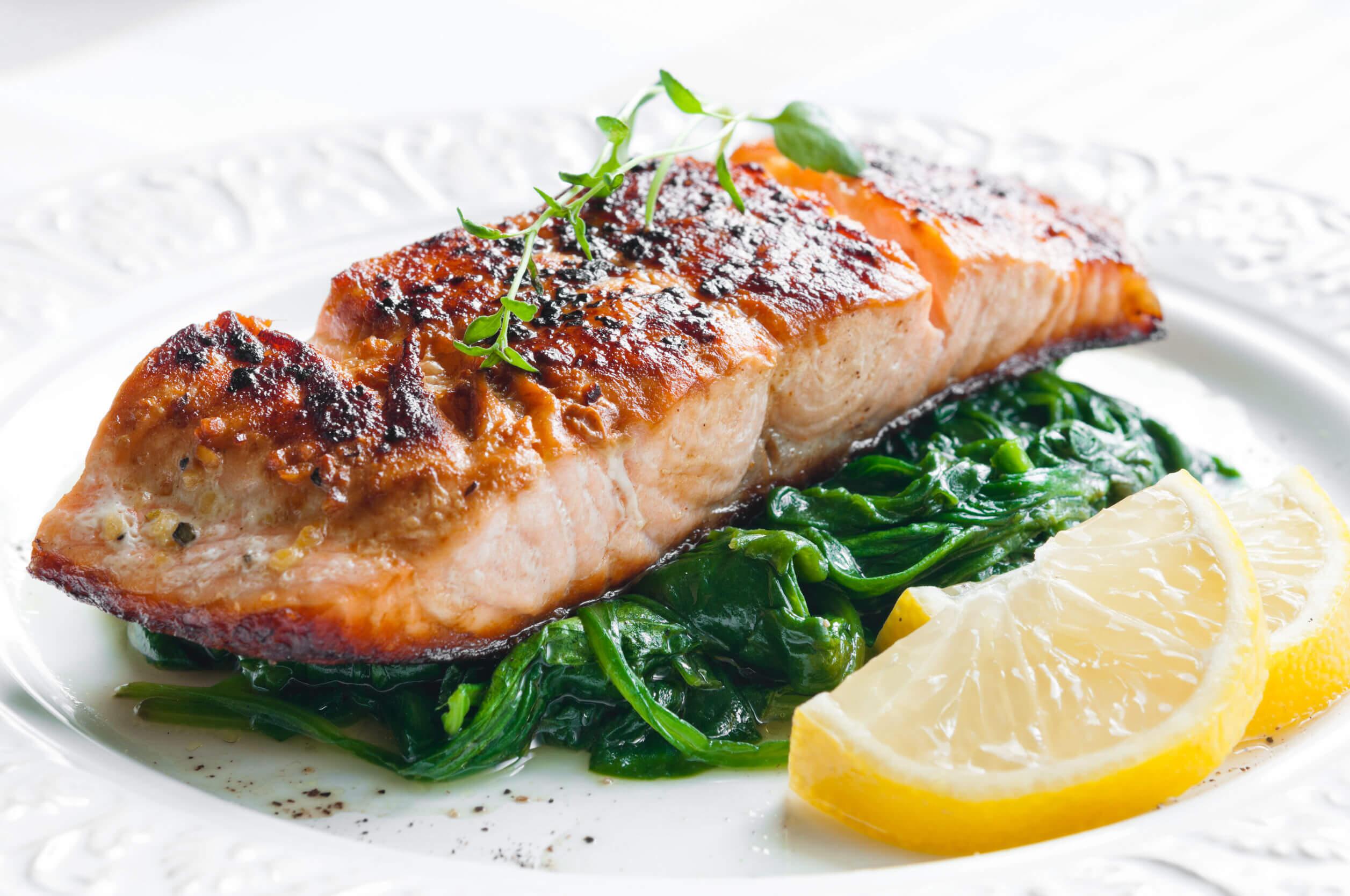 Entre los alimentos antidepresivos destaca el pescado.