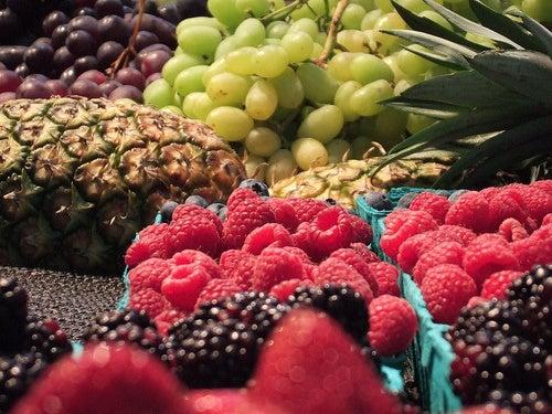 Ingredientes para una tarta de crema pastelera con frutas