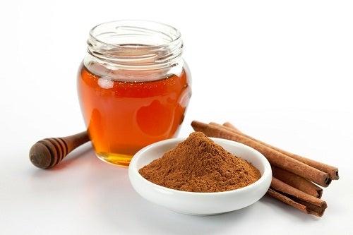 7 Beneficios de consumir canela con miel