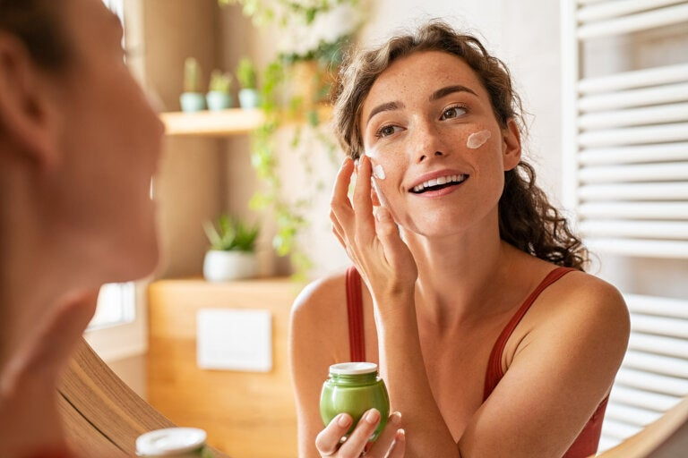 ¿Cómo rejuvenecer y mantener hidratada tu piel?