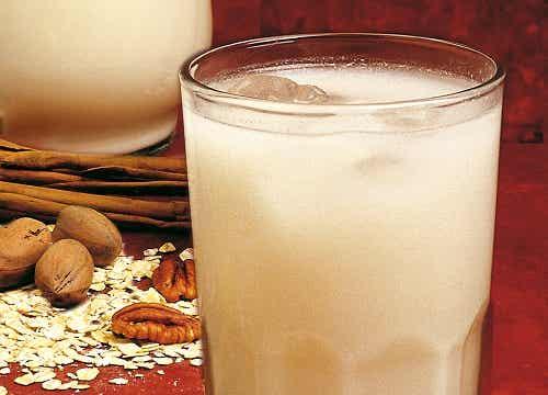 Descubre las deliciosas y saludables bebidas de frutos secos
