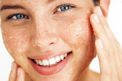 Consejos para exfoliar tu piel y mantenerla en buen estado