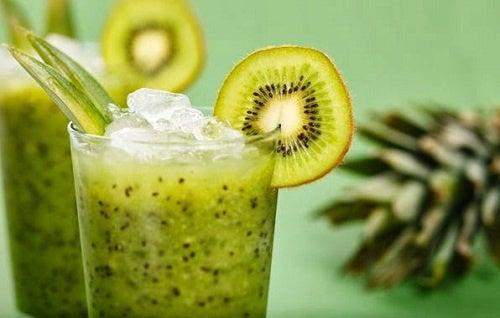 Batido natural de lechuga y kiwi para adelgazar