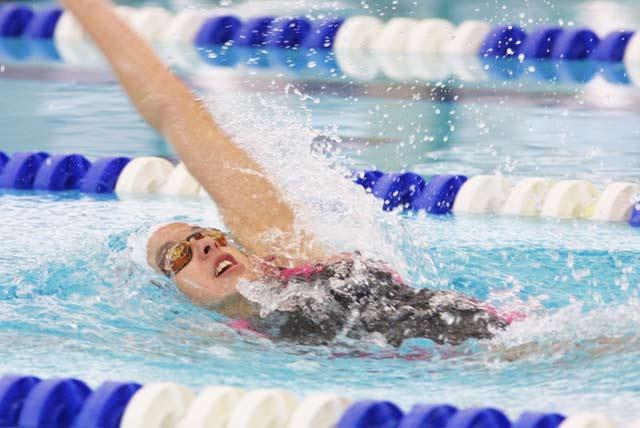 Tips para evitar la flacidez: natación
