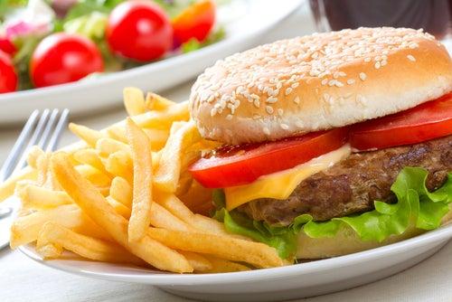 Los peores alimentos que puedes comer