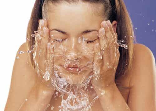 6 hábitos sencillos para disfrutar de una piel saludable