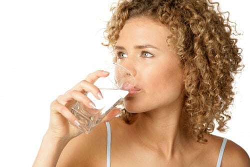 beber agua ayuda al colon