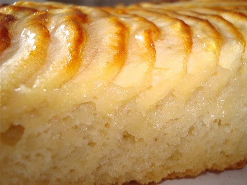 La suavidad del bizcocho de manzana.