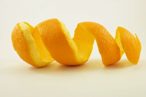 Piel de naranja para crear bolsitas aromáticas