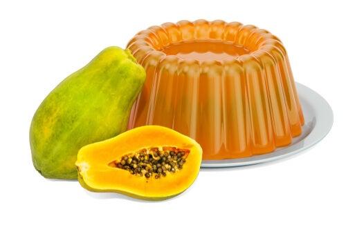 Gelatina y papaya, una mezcla deliciosa.