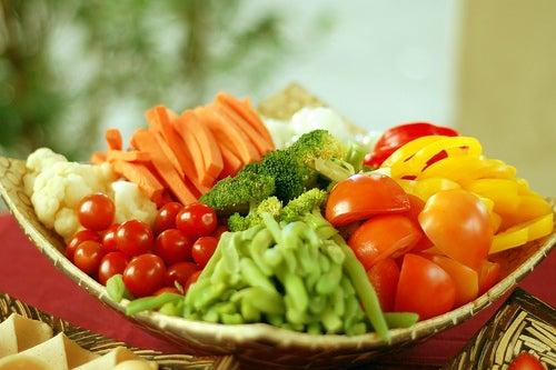 Las frutas y vegetales tienen propiedades que se pueden clasificar según sus colores.