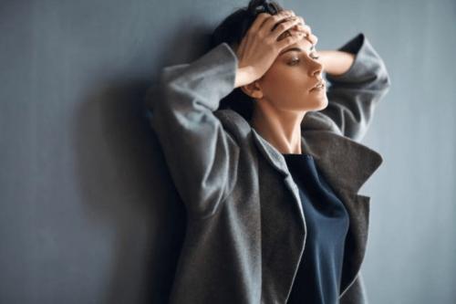 mujer que necesita controlar la ansiedad