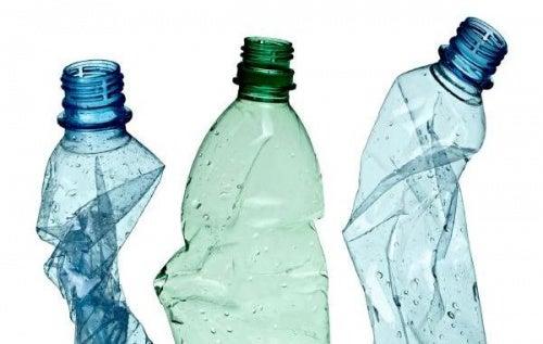 Descubre cómo hacer palas con botellas de plástico recicladas
