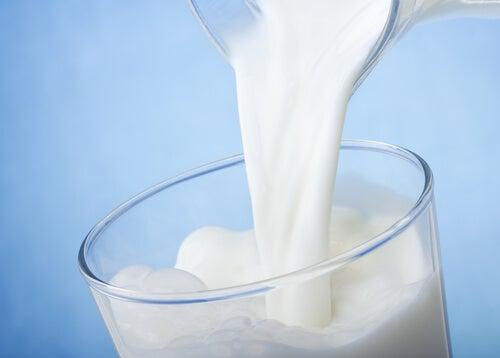 Vaso de leche baja en grasa