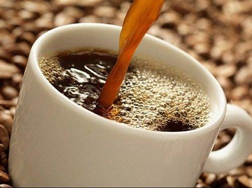 Beneficios de incluir en tu dieta una taza de café y una de té