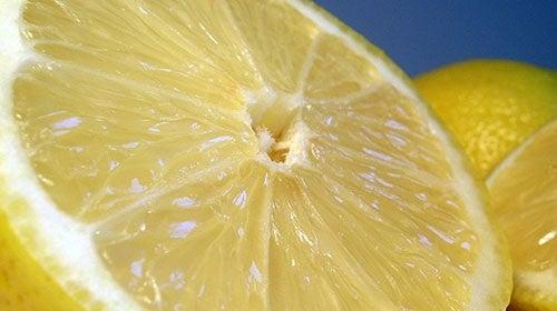 Conoce cómo eliminar toxinas con el limón dulce