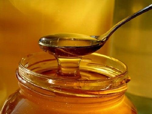 Miel contra las puntas abiertas del pelo