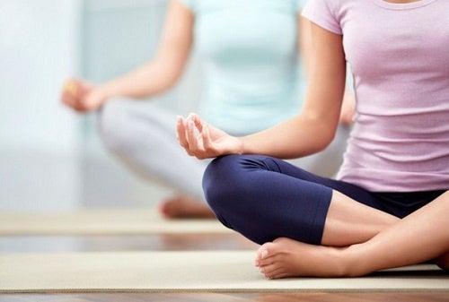 10 errores comunes que se cometen al practicar yoga