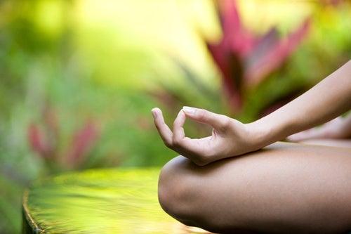 5 posturas de yoga para combatir el estrés