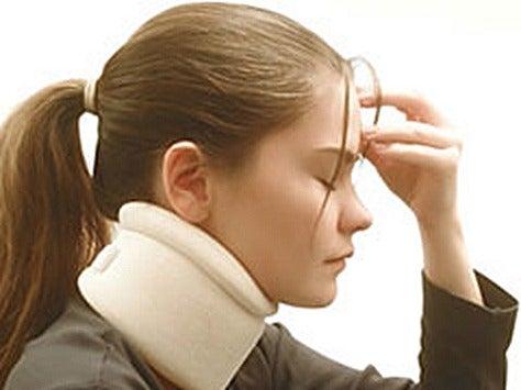 Latigazo cervical: usar collarín para aliviar la tensión