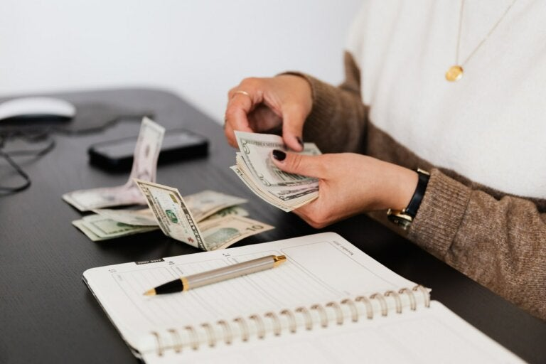 ¿Qué se oculta en los billetes?
