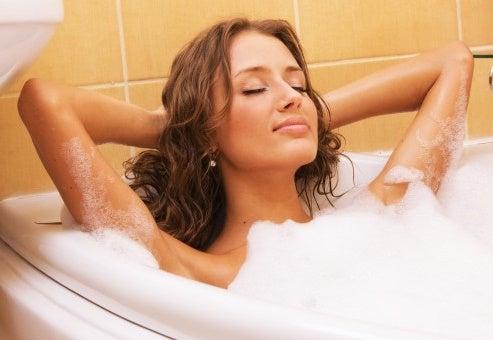 Cómo realizar un baño de relax y belleza