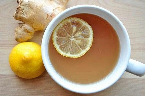 infusión de jengibre y limón para fortalecer el sistema inmunológico