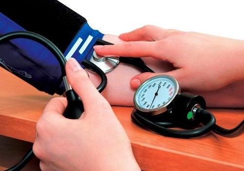 Cómo tratar la presión arterial baja