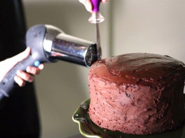 Usos adicionales que le puedes dar al secador de cabello