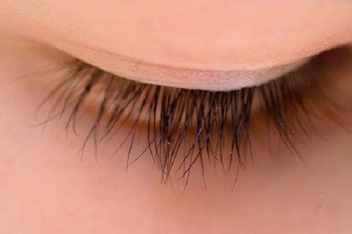 Las pestañas nos ayudan a conseguir una mirada atractiva