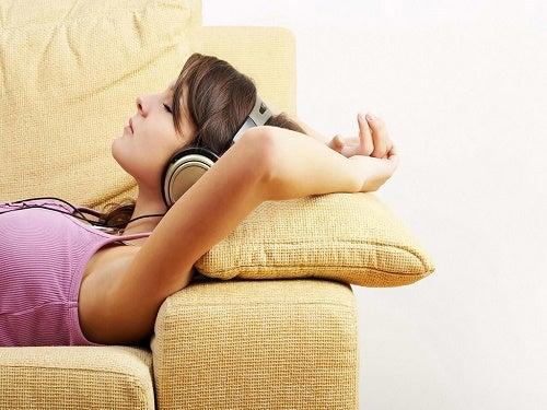 4 formas efectivas de relajarse al llegar a casa