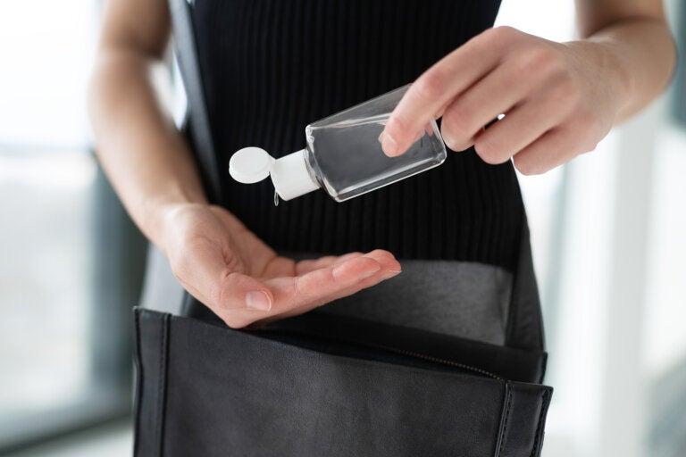 Cómo preparar gel desinfectante para manos casero