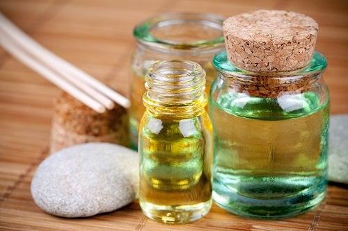 4 aceites para reparar el cabello dañado