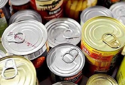 Los peligros de comer alimentos enlatados