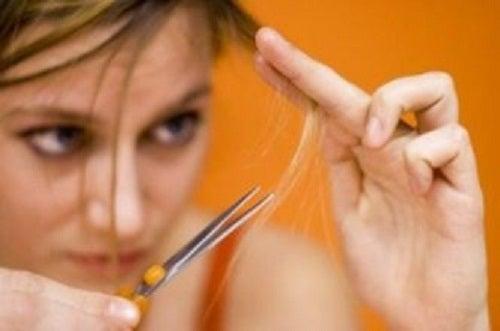 Cómo prevenir y reparar el cabello con horquillas