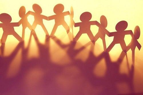 Establece derechos y deberes para reforzar la autoestima y responsabilidad en los niños