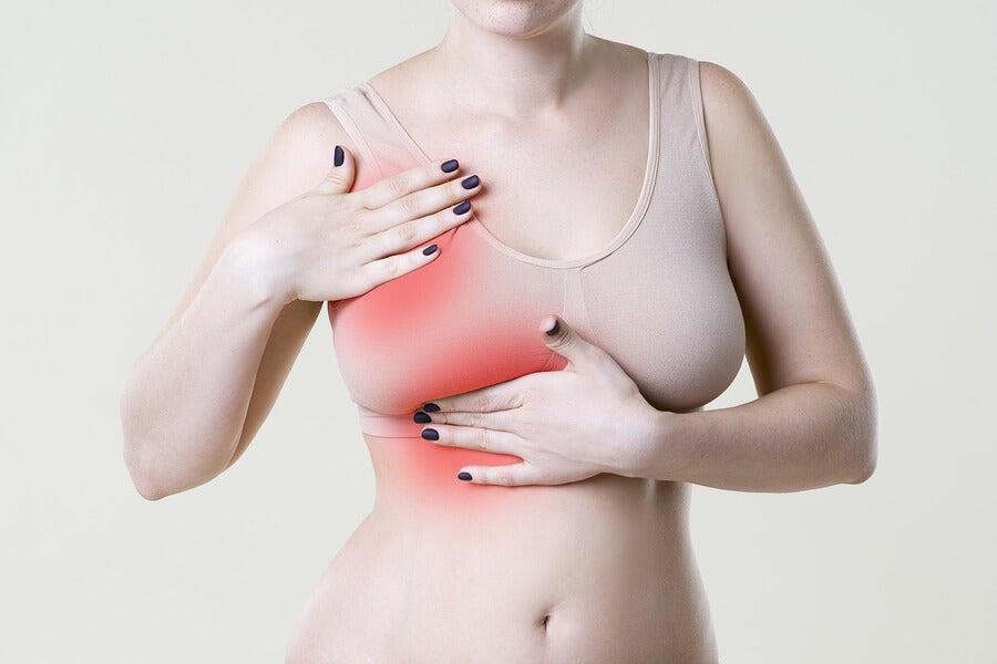 El dolor en los senos puede deberse a diferentes causas.