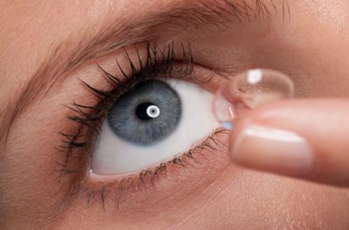 Consejos de seguridad al usar lentes de contacto