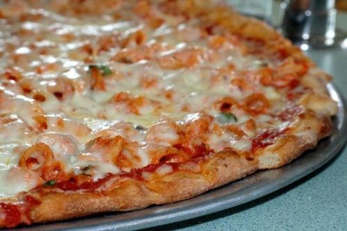 Pizza de Patata y Salchichas