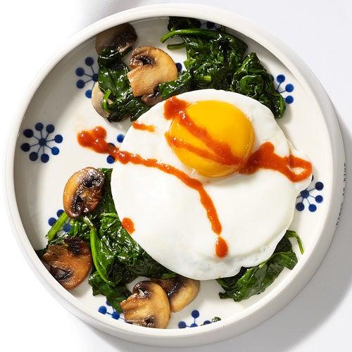 Comer huevos con el estómago vacío