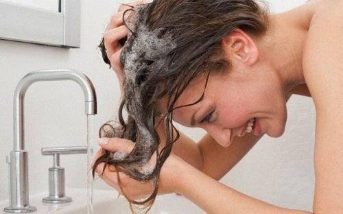 ¿Con qué frecuencia debemos lavarnos el pelo?