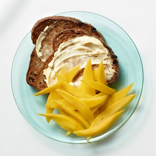 Pan-tostado-con-mango
