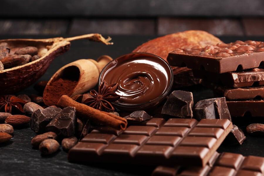 7 efectos del chocolate negro en la salud — Mejor con Salud