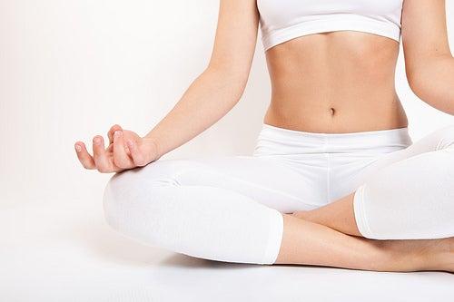 ejercicio yoga relaxingmusic combatir el estreñimiento