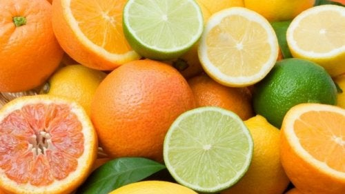 naranja y limón para combatir el sangrado de encías