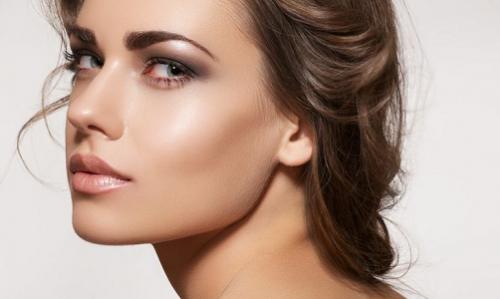 La limpieza de rostro diaria está aconsejada para pieles grasas.