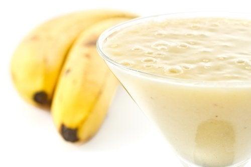 Combate la retención de líquidos con batido de plátano